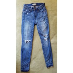 Madewell High rise distressed skinny size 24